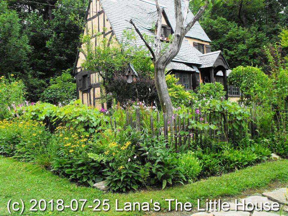 Tea & Tour, Lodging, Tea Shop - Lana's The Little House